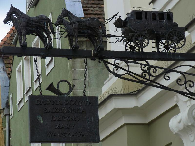 Zeichen an der alten Poststation in Żary (Sorau)