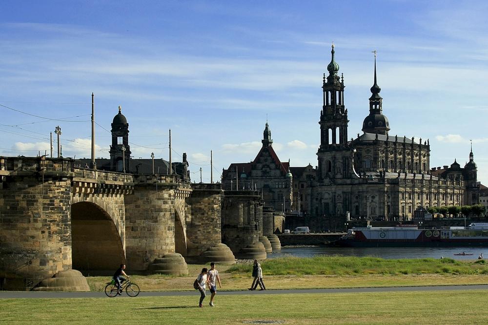 Dresden, Augustusbrücke und Kathedrale (Foto: Daniela Hofmann)