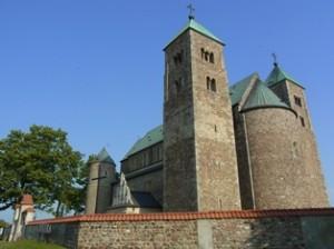 Romanische Kollegiatskirche in Tum