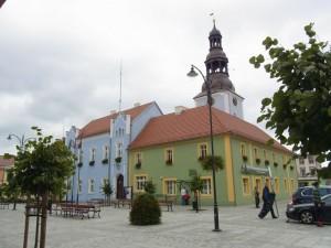 Nowe Miasteczko, Marktplatz mit Rathaus