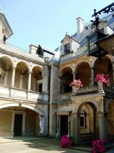 Schloss Gołuchów, Innenhof