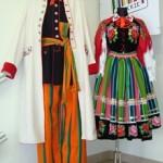 Typische Łowiczer Trachten (Regionalmuseum)